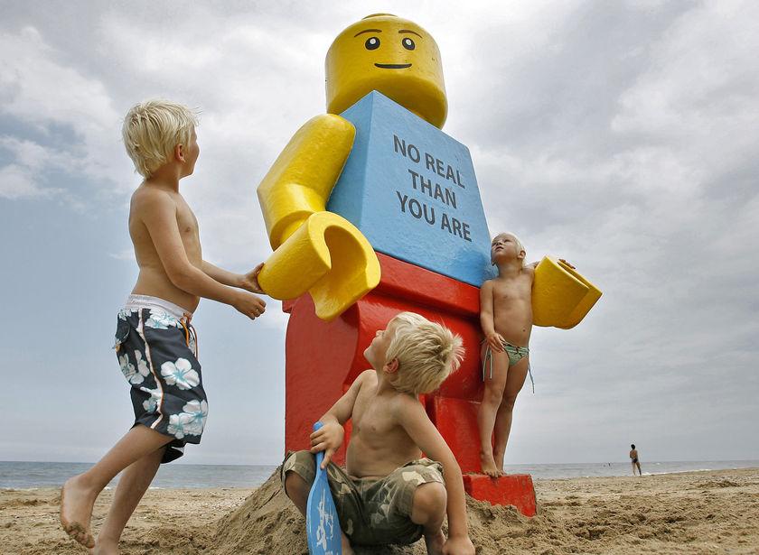 http://rekkerd.org/img/random/giant_lego_man.jpg
