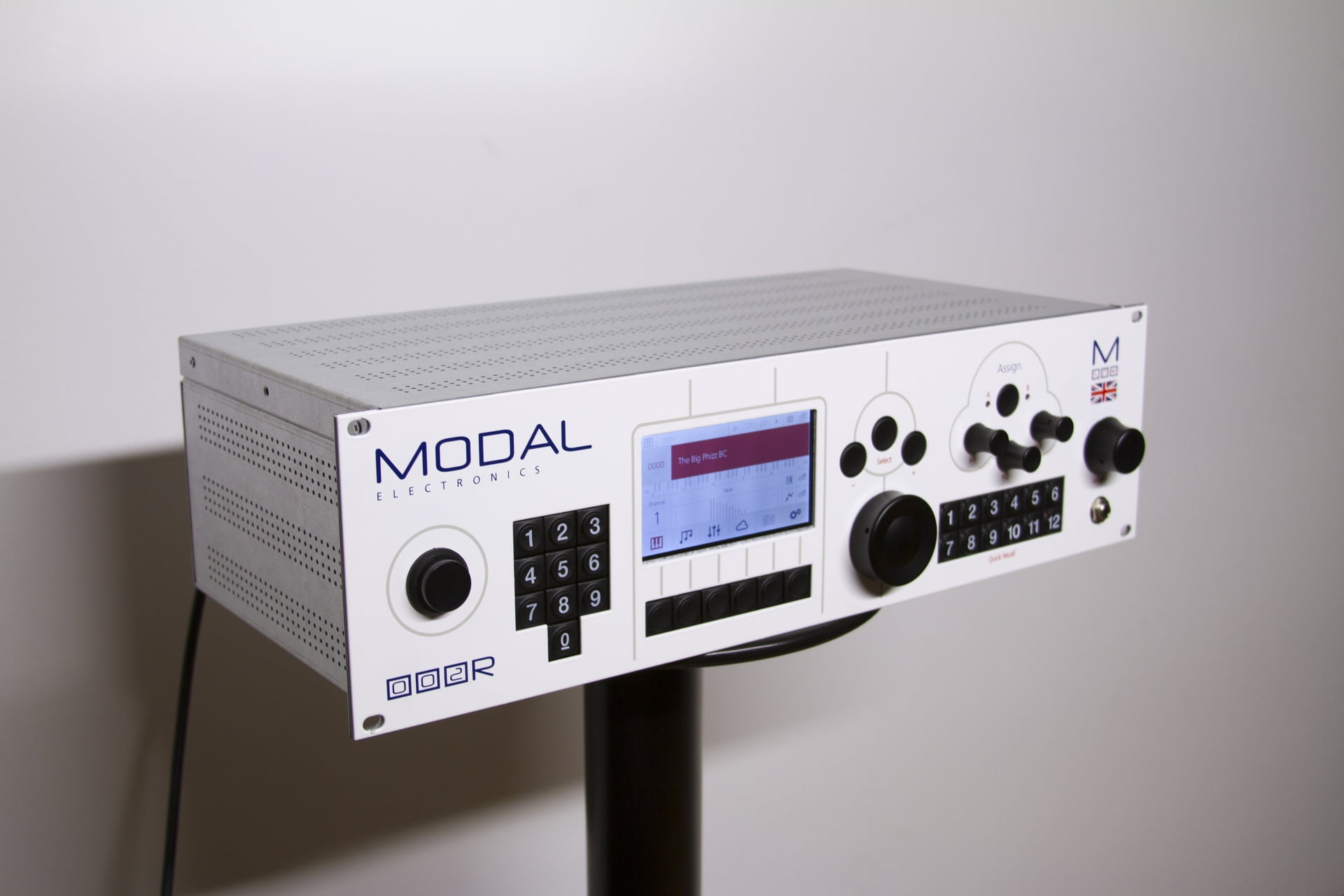 002r rack mountable synthesizer by modal introduced. Black Bedroom Furniture Sets. Home Design Ideas
