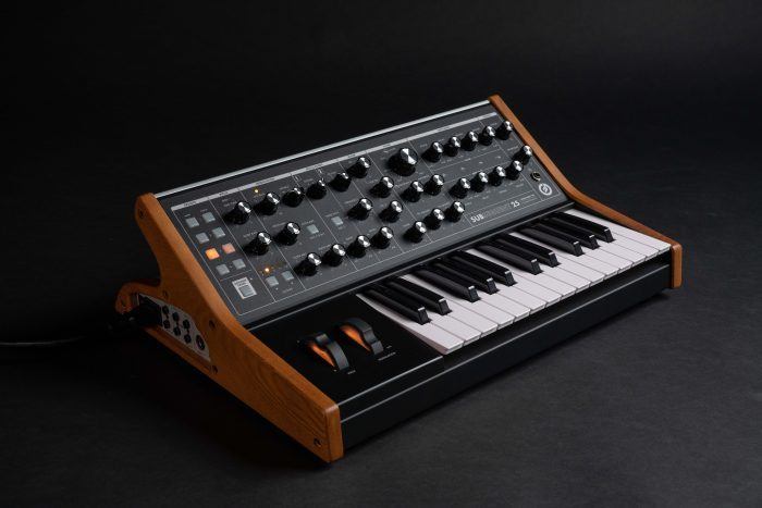 Moog Subsequent 25 feat